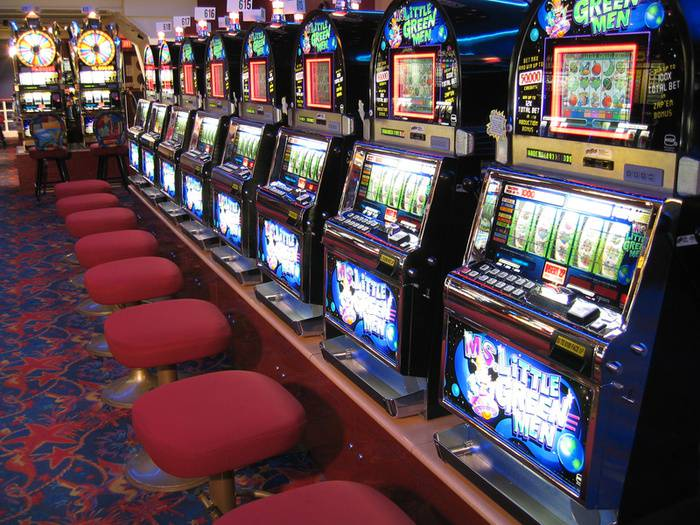 Como funcionam as slot machines